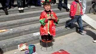 Zhongwei China  city images : Cute girl singing in Zhongwei, China