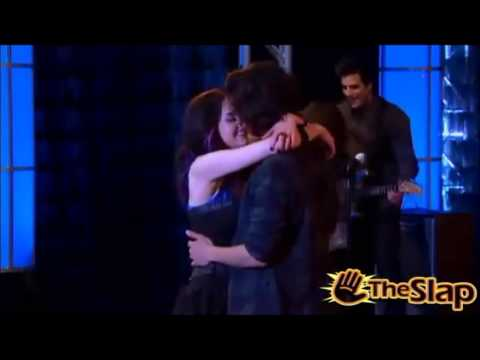 Jade & Beck Kiss in (Tori Fixes Beck And Jade)