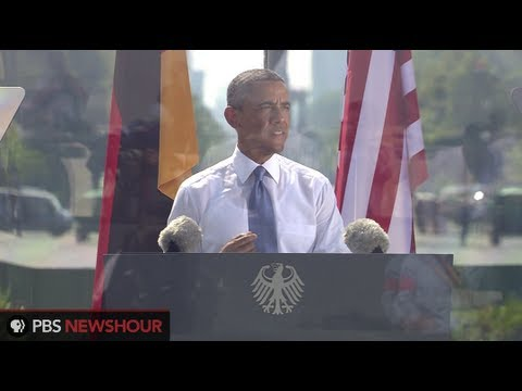berlin - U.S. President Barack Obama and German Chancellor Angela Merkel addressed crowds gathered in Berlin in front of the Brandenburg Gate, a historic location for...