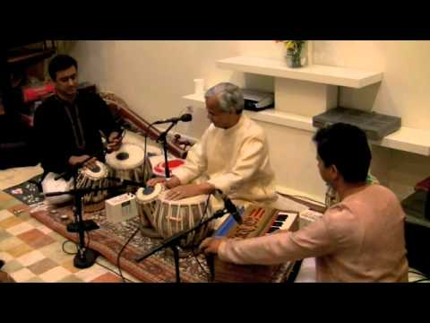 tabla gharana - A rare clip of Tabla Solo by Tabla virtuoso Pt. Kiran Deshpande at the age of 68. Kiranji is one of the few artists who had the privilege of receiving rigoro...