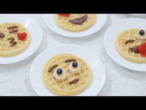 How to Make Emoji Eggo Waffles