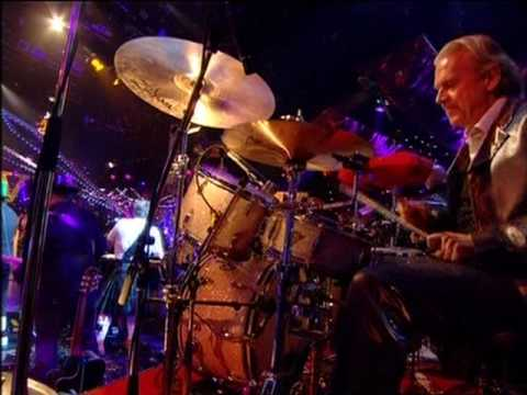 """Dave Swift on Bass with Jools Holland backing Boy George """"Church Of The Poison Mind"""""""