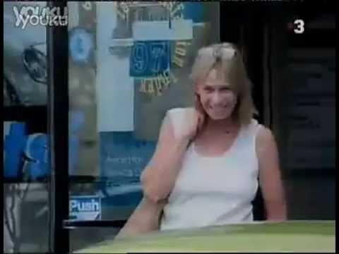 情侶在商店門口瘋狂車震嚇壞路人 !