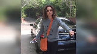 Video Watch Minnie Driver Flip Out On Neighbor Over Shared Driveway Feud MP3, 3GP, MP4, WEBM, AVI, FLV September 2018