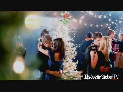 Justin Bieber Kisses a Girl in New 'Mistletoe' Video!