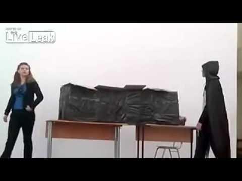 Как не надо пилить школьницу на части (видео)