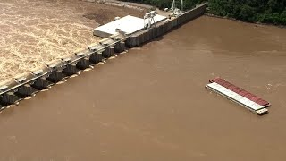 Barges hit Oklahoma dam on Arkansas River