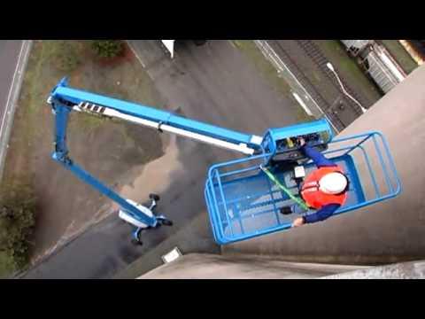 APPLICATION VIDEO: Genie Articulating Boom Z-135/70 - Elevating