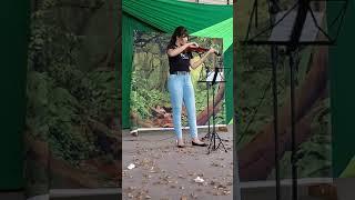 Vitória da Conquista: Música Oração, ao som de violino, durante lançamento do jornal Eco Teens