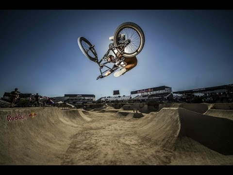 Epic BMX Street Park Made from Dirt - Red Bull Dirt Conquers 2014 (видео)