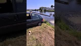 Kiedy chcesz popisać się skokiem do wody i psujesz swoje auto