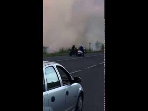 Silvi, maxi incendio lungo la statale. Abitazioni minacciate FOTO-VIDEO