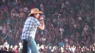 Jason Aldean - She's Country Live in Concert NC (HD) - YouTube
