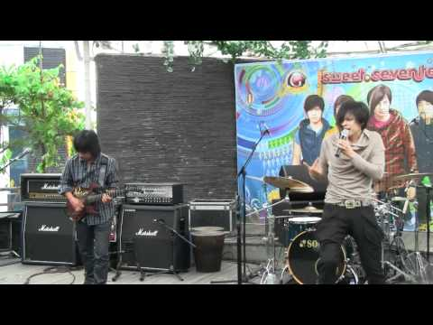 Gigi - Distorsi Manusia @ Launching Sweet 17 [HD]