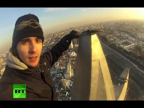 Nerves of Steel%3A Daredevil climber conquers Stalin Skyscrapers