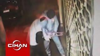 Kar maskeli hırsızların soygun anı kamerada