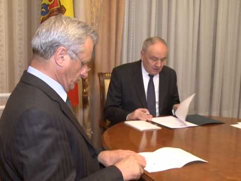 Moldovan president appoints three magistrates