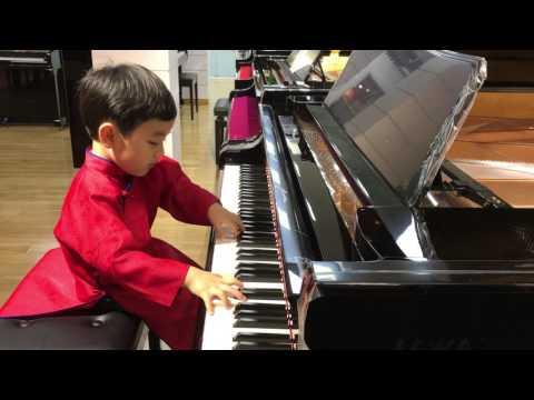 Evan Lê trình diễn Diễm xưa của Trịnh Công Sơn