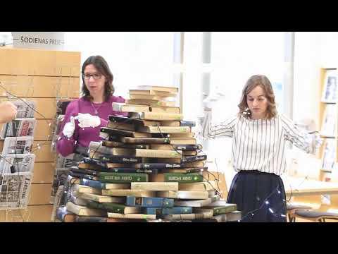 Grāmatu eglītes tapšana Valmieras bibliotēkā