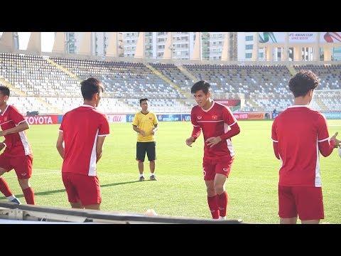 Bản tin bóng đá tối 14/1 | Đội tuyển Việt Nam di chuyển sang Alain chuẩn bị đấu với Yemen - Thời lượng: 9:22.