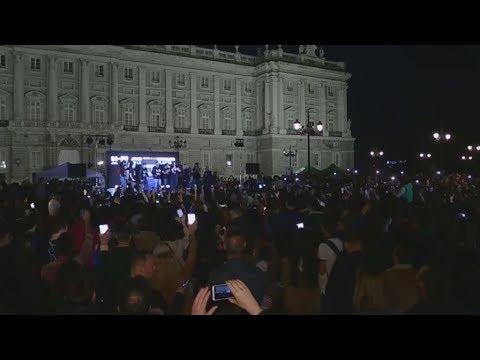 H Μαδρίτη γιόρτασε την ώρα του πλανήτη σβήνοντας τα φώτα με  μουσική,  χορό και  500 κεριά