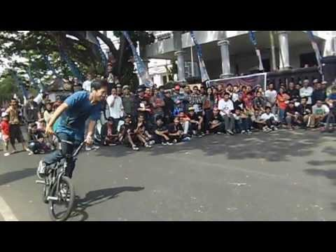 Arya Dypta Harsa Abimantrana, Run at Malang Fest and Reunion 2013vid-thumb Click here to watch