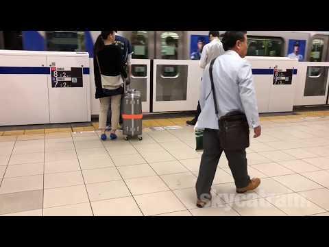 Platform door `Yokohama' station on Tokyu toyoko line. 東急東横線、横浜駅 (一番線) ホームドア開閉シーン。2018-4.
