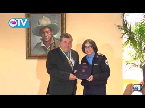Policía Nacional condecora a Embajador de Rusia