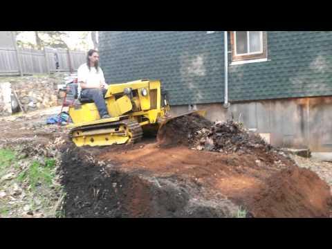 Magnatrac mini tractor plowing (видео)