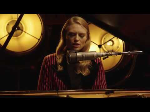 Freya Ridings - You Mean The World To Me (1 Mic 1 Take)