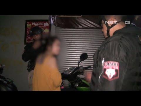 Video Mabuk di Pinggir Sungai, Tim Prabu Antar Gadis ini Pulang ke Rumah - 86 download in MP3, 3GP, MP4, WEBM, AVI, FLV January 2017