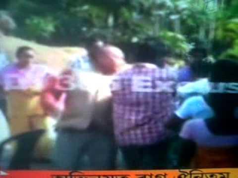 Women Attack, Beat Politician Accused of Rape in India – Video