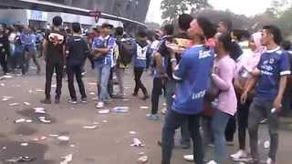Video Tiga Orang The Jack Mania Diamankan Polisi Diluar Stadion GBK !!! 18 Oktober 2015 MP3, 3GP, MP4, WEBM, AVI, FLV Desember 2018