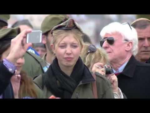Israelis Pay Respects to Sharon