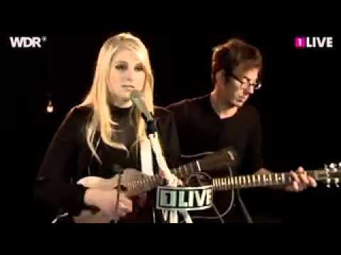 Meghan Trainor – Mistletoe (Justin Bieber cover) Live
