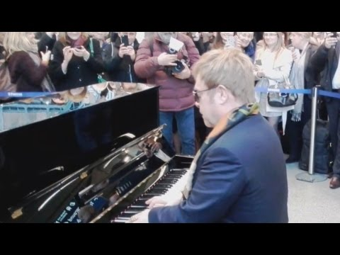 #TRENDING: Elton John Performs for London Commuters