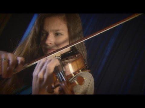 Μόναχο: Μαγεύει η βιολονίστρια Ζανίν Γιάνσεν παίζοντας Σιμανόφσκι – musica