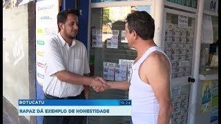 Jovem encontra cheque em branco e assinado e devolve ao dono