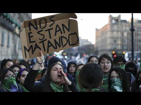 Μεξικό: Γυναίκες διαδήλωσαν έξω από το προεδρικό μέγαρο…