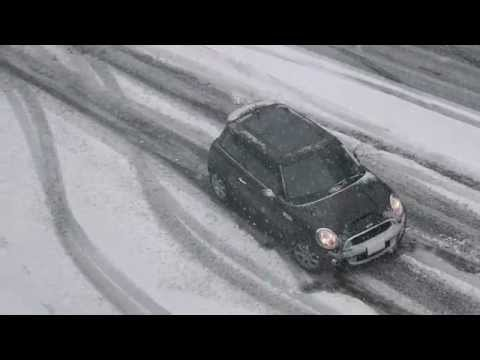 drivers - This is what happens to Seattle drivers in the snow. Filmed on First Hill/Capitol Hill at Boren Ave. and University St. on Jan 15, 2012.
