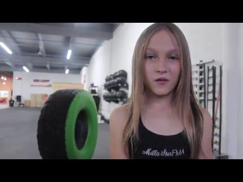 這位9歲小蘿莉曾因瘦弱遭同學霸凌,當她鍛鍊身體並通過「海豹突擊隊」挑戰後…霸凌的同學一看到她就閃了!