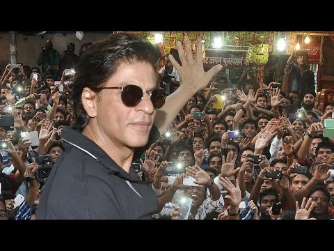 SRK & Happy New Year Team Meet Fans At Gaiety Gala