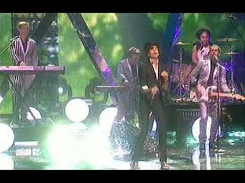 Video Mika Rain Royal Variety Performance 2009 download in MP3, 3GP, MP4, WEBM, AVI, FLV January 2017