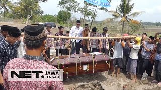 Video Inilah Suasana Pemakaman Pramugari Lion Air JT 610 - NET JATENG MP3, 3GP, MP4, WEBM, AVI, FLV April 2019