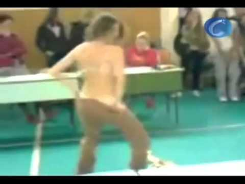 Profesora alemana realiza un striptease para sus alumnos