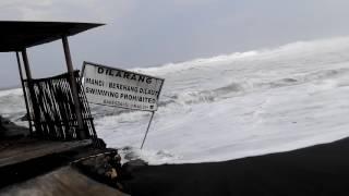 Video Mengerikkaaaaaan!!!Gelombang tinggi pantai glagah MP3, 3GP, MP4, WEBM, AVI, FLV April 2019