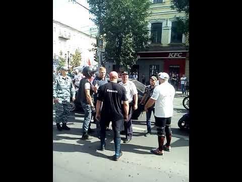 Драка байкеров в Саратове с водителем на ул. Горького 15.09.2018