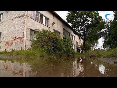 Жители дома 181 А по ул. Большой Санкт-Петербургской продолжают жаловаться на дорогу до остановки