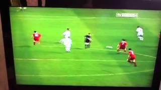 Michael Owen verletzt sich im Spiel gegen Leeds United