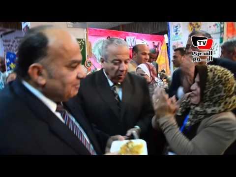 «إمام» يطعم مدير أمن الدقهلية من المنتجات الغذائية للمدارس في عيد الدقهلية